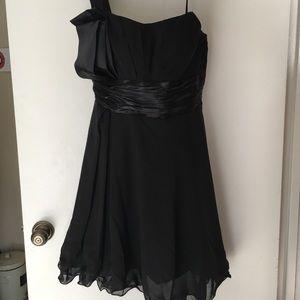 Dresses & Skirts - One s one shoulder formal black dress